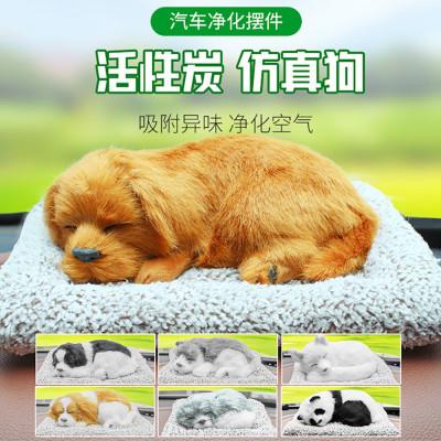 Спящая собака на коврике на приборную панель автомобиля